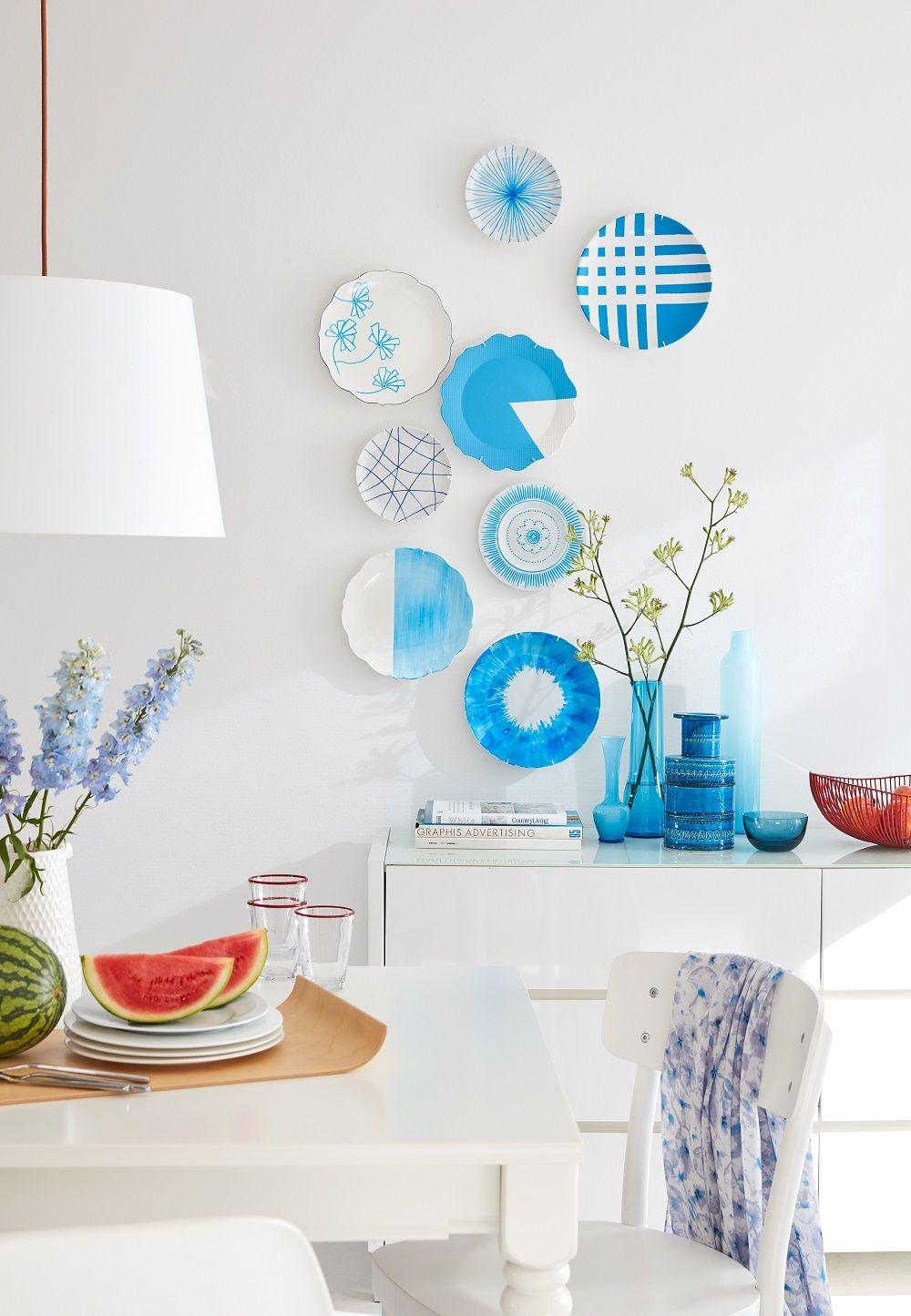 Vom tisch an die wand wandteller kennen wir noch von oma aber diese sehen ganz modern aus - Wandteller modern ...
