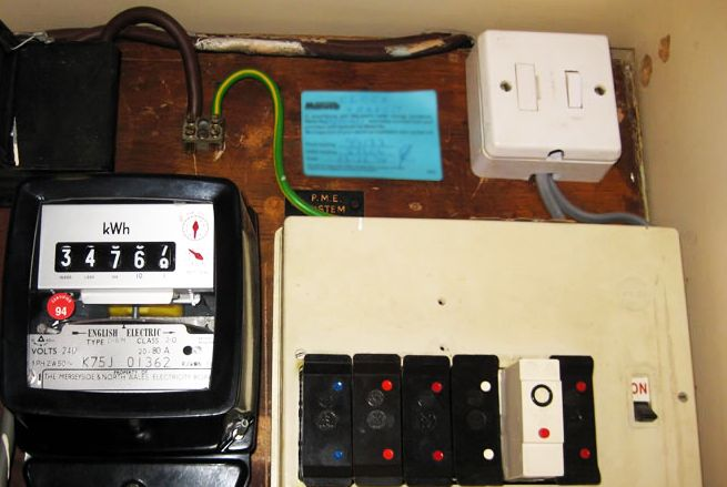 04308a8fae08fe2d363d19bc0c89a040 old house fuse box home fuse box melting \u2022 wiring diagrams j  at panicattacktreatment.co