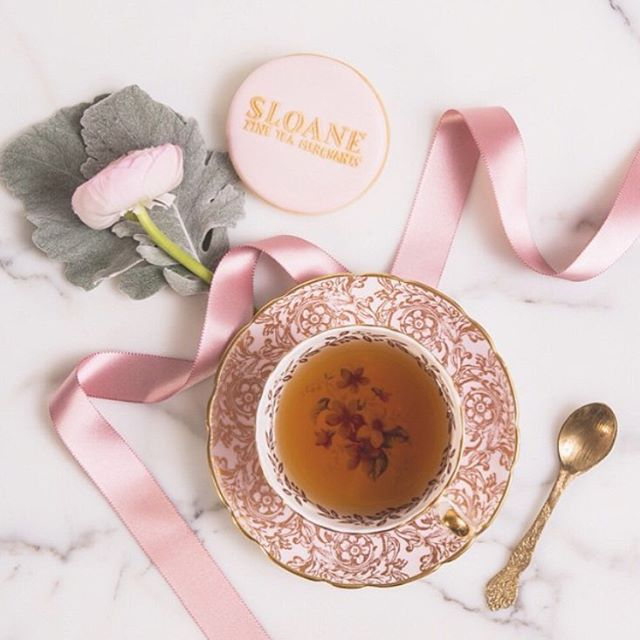 Love this dreamy photo of my custom branded cookie alongside my favourite @sloanetea. Thank you @soundslikeyellow for capturing this beauty!