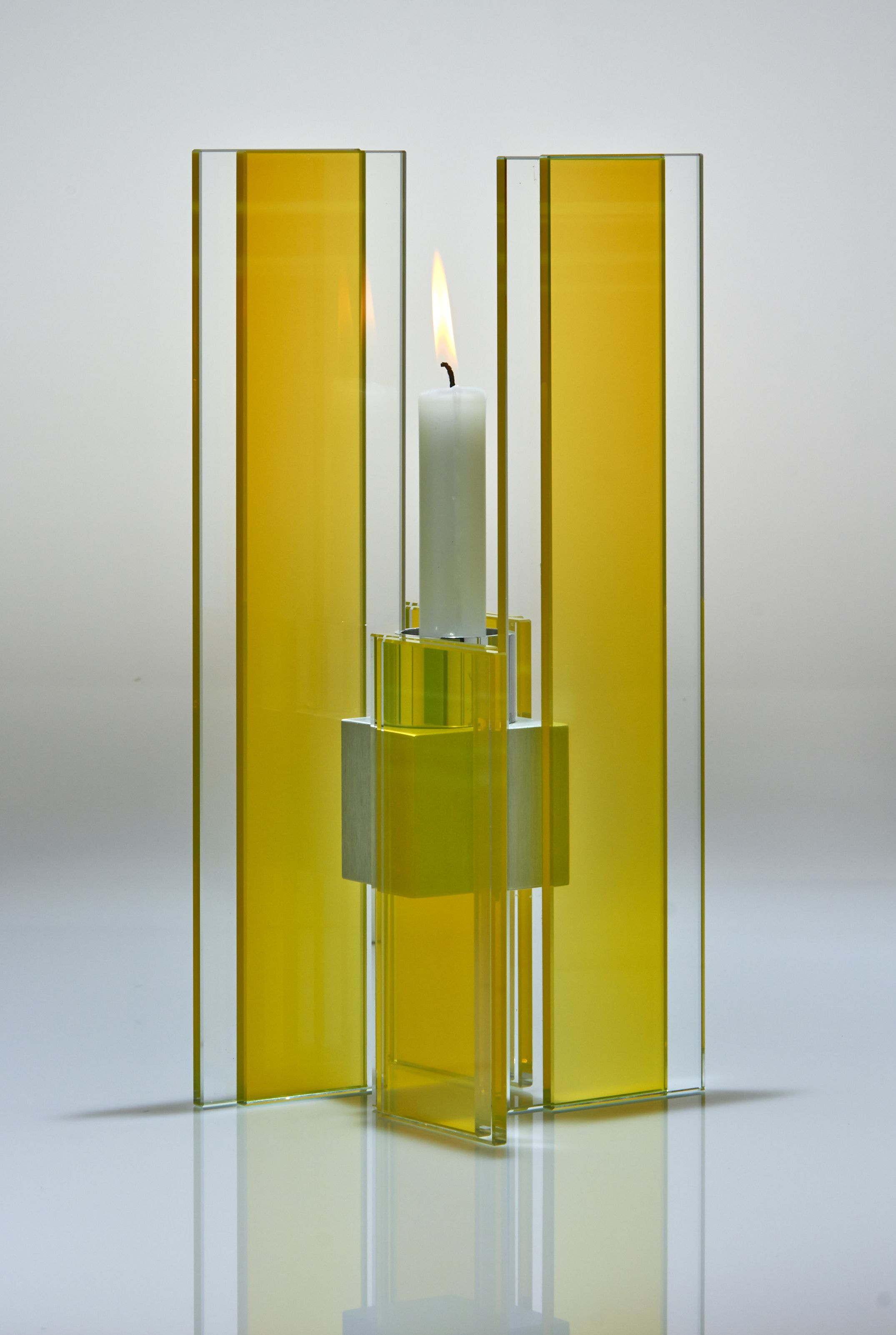 Deco candle holder design yellow