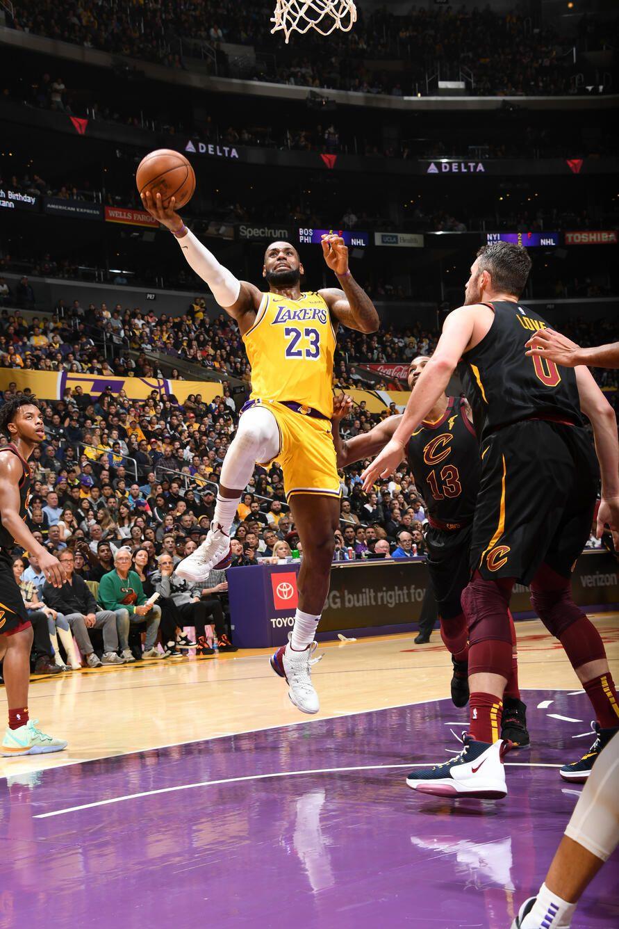 Photos Lakers Vs Cavaliers 01 13 2020 Los Angeles Lakers In 2020 Lakers Vs Lakers Nba Lebron James