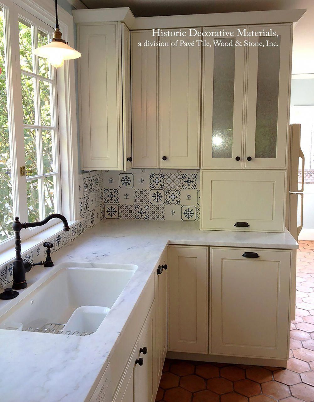 Blue and White Decorative Wall Tiles for Kitchens