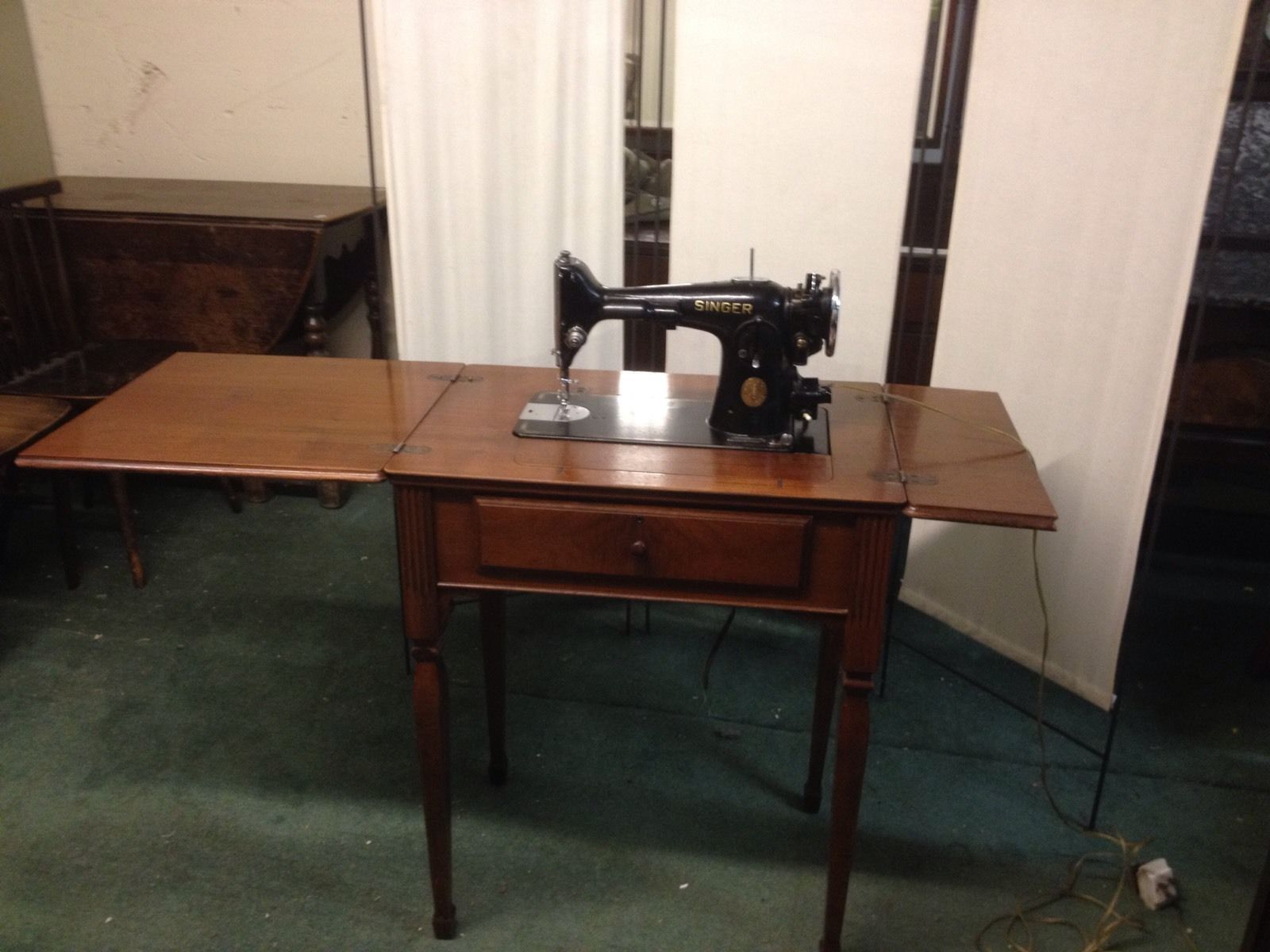 Vintage 1936 Singer Sewing Machine In Beautiful Wooden Cabinet 778