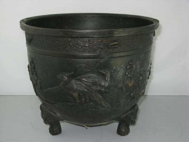 grand cache pot en bronze d cor d 39 oiseaux chine ou indochine xx me cachepots jardineres. Black Bedroom Furniture Sets. Home Design Ideas