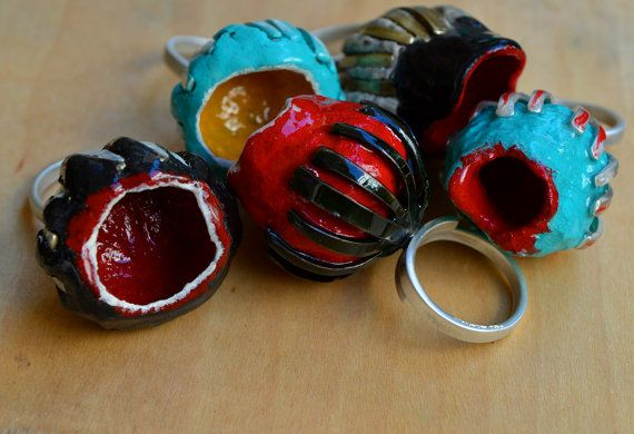 Adjustable sterling silver 925 ring Papier mache resin by atermono, €60.00