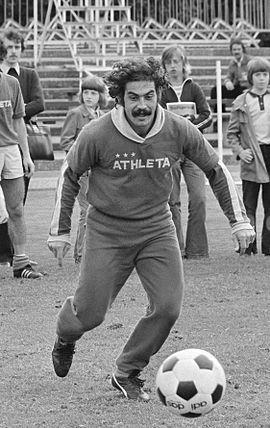 Roberto Rivelino 1974.jpg