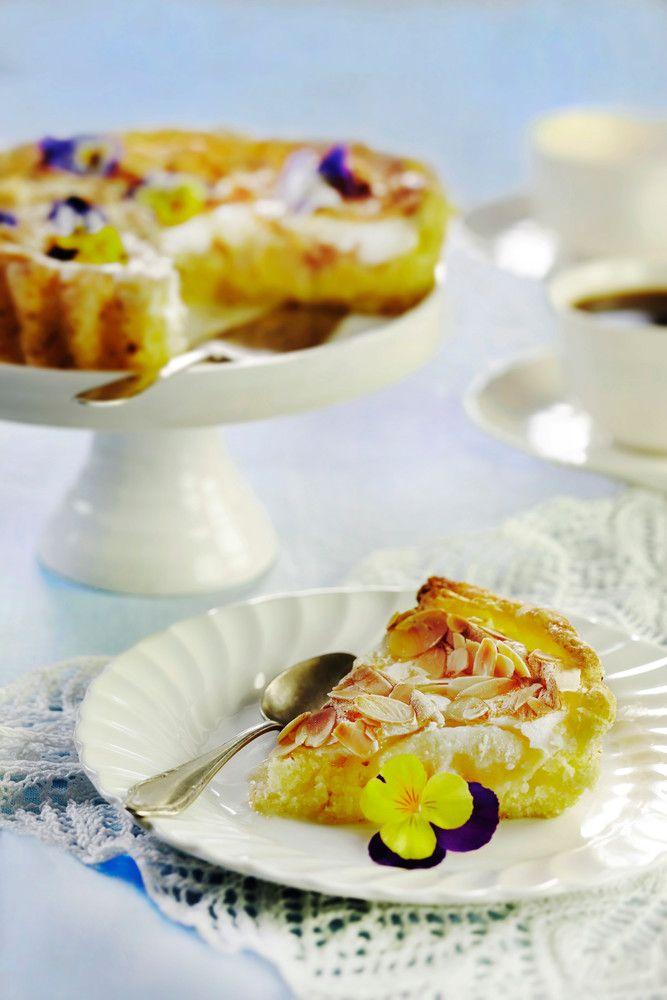 apple meringue pie/cake (gluten free, the recipe is in Finnish)