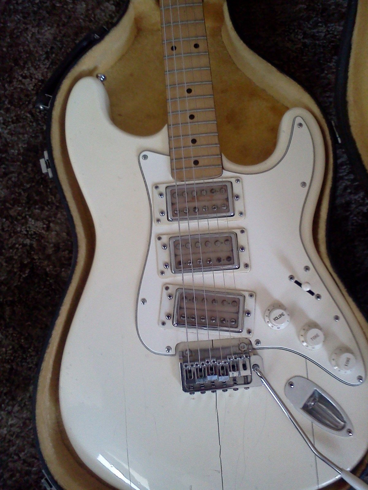 Vintage 1970s White Univox Strat Ripper U1850 Classic 60s With Gibson Bass Wiring Diagram Further Es 335 Guitar Rack Cool Acoustic