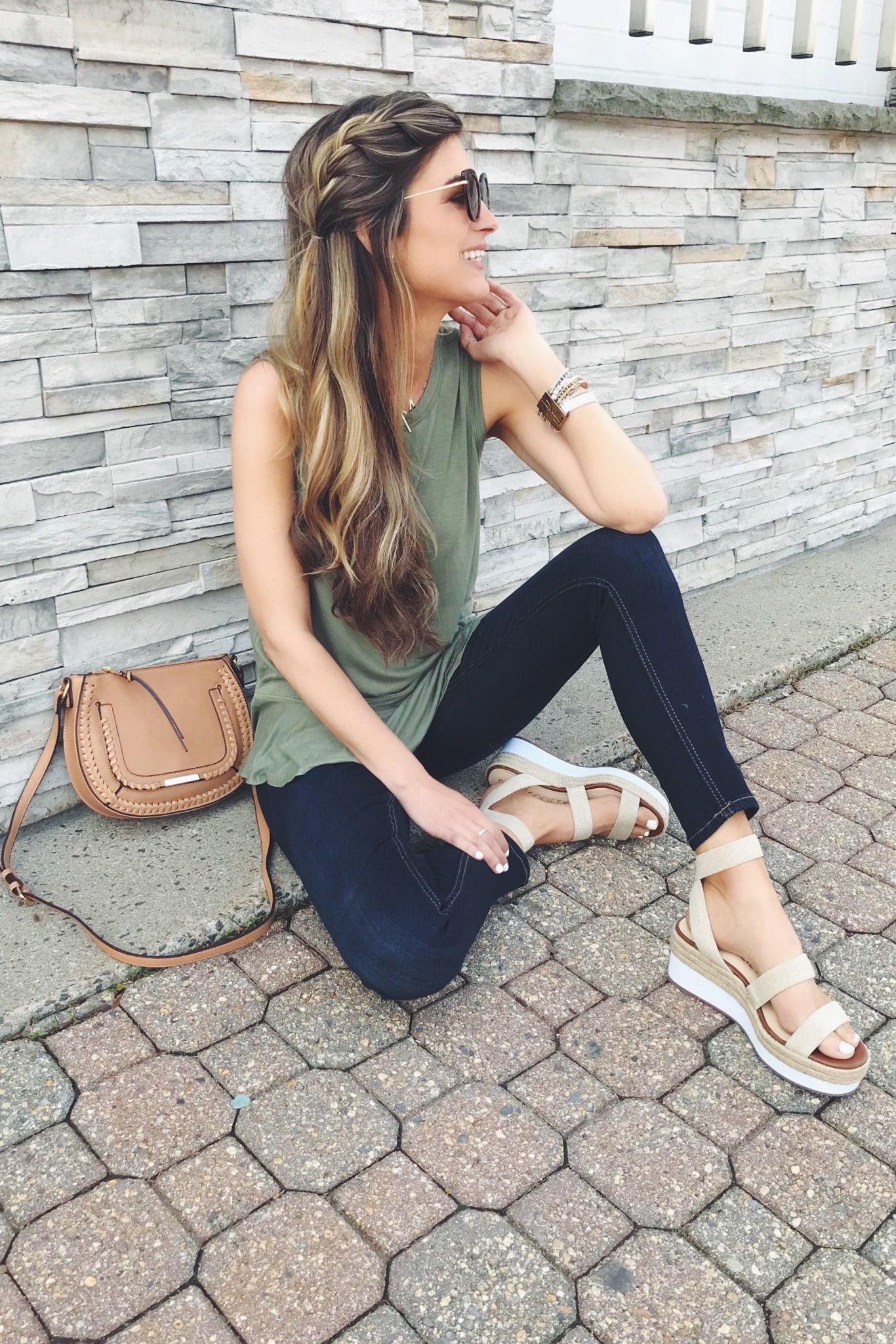 cute spring outfit – flatform sandals and loose side braid