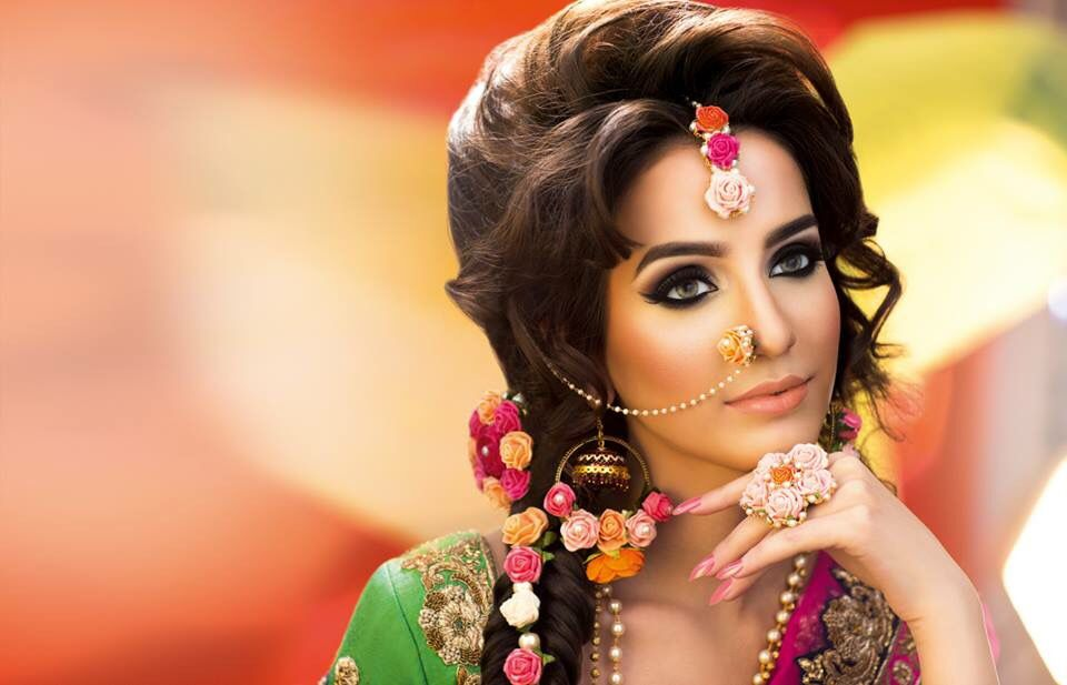 I Mehndi Flower Jewelry : Love the flower jewelry for mehndi or mayoun day but not nose