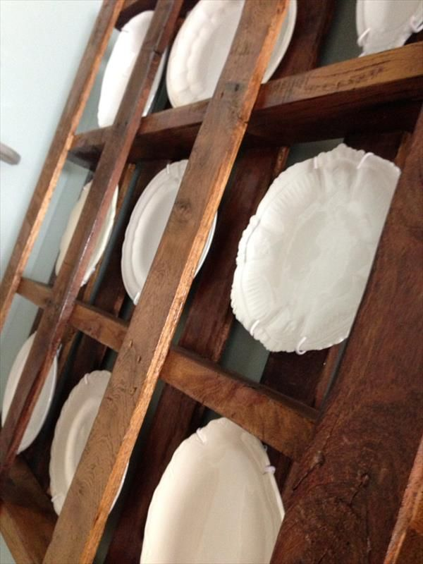 DIY Pallet Plate Rack Wall Display Idea | Pallet Furniture Plans : plate rack display ideas - pezcame.com