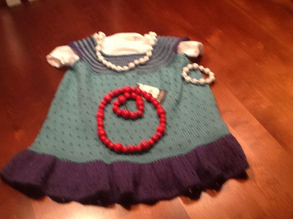 Pikku Amelielle mekko + korut