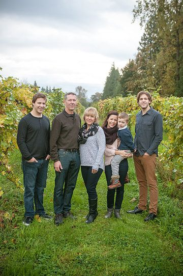 The siemens family vineyard family session chilliwack bc by cecilia flaming photography http