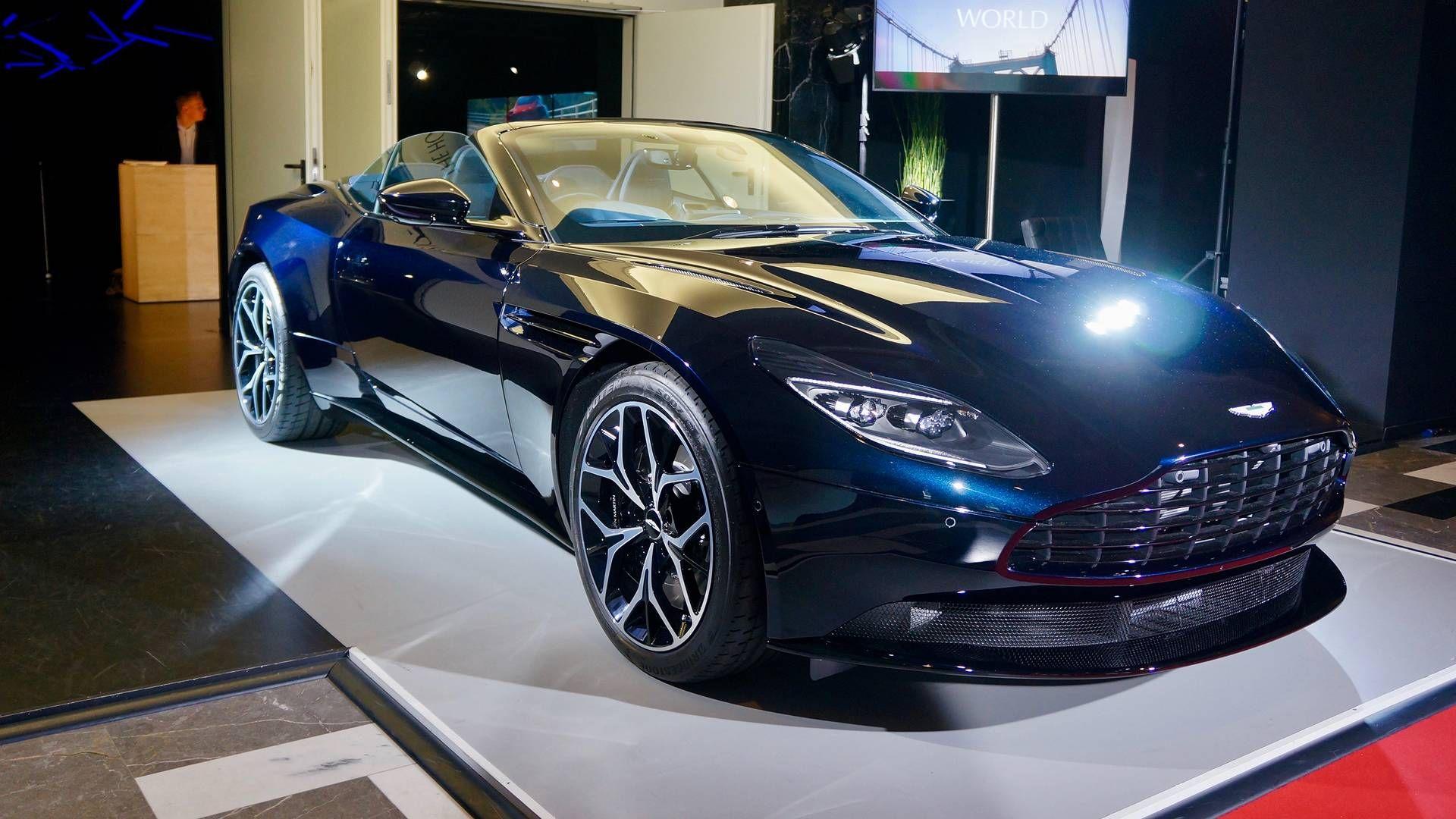 2018 Aston Martin Db11 Volante Live Photos Motor1 Com Photos Vehicule De Luxe Voitures Aston Martin Voitures De Luxe