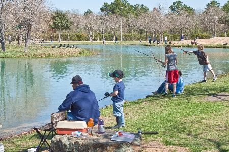 Mary Jo Peckham Park Is Wonderful We Love The Lake The Mini Golf The Tons Of Playground Activities For The Kids Houston Vacation Park Playground Activities
