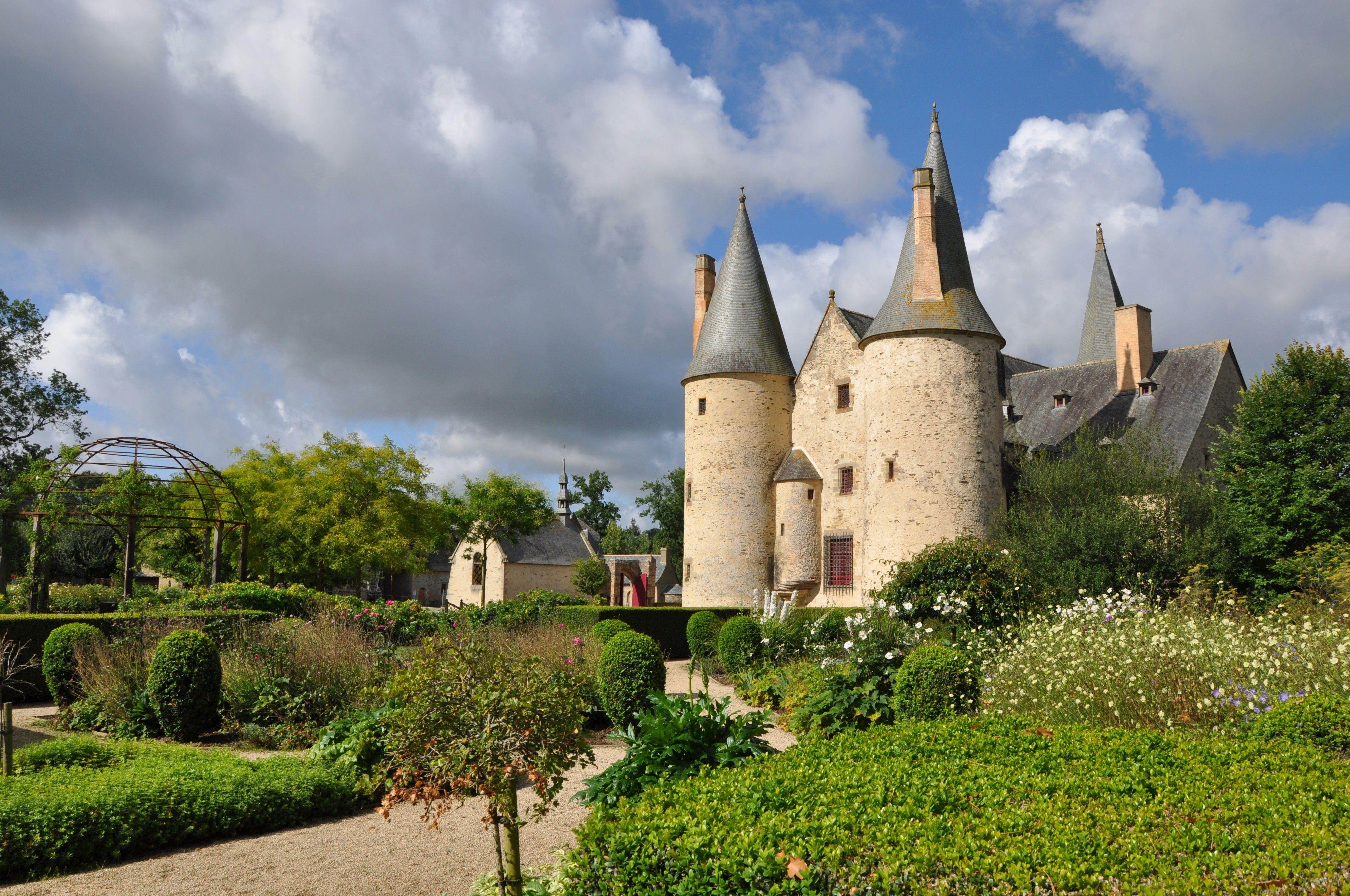 Jardin De Curiosites Chateau Du Bois Orcan Jardin Medieval Le