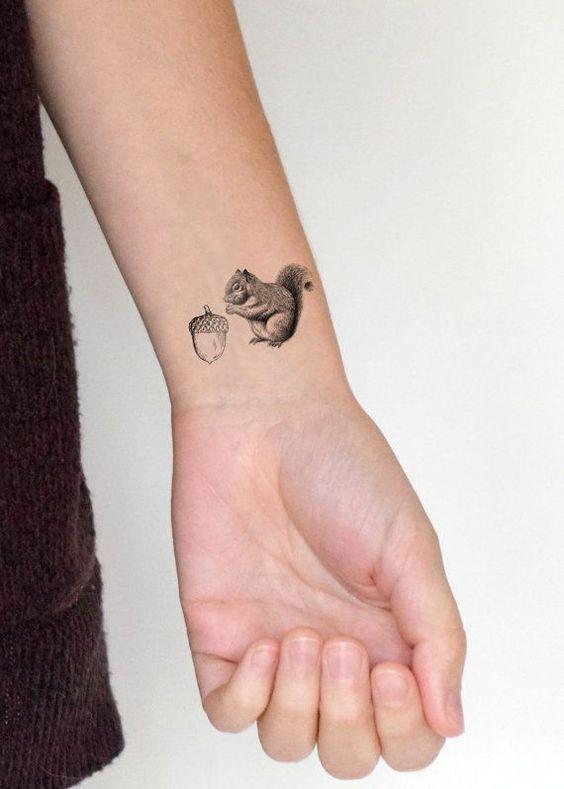 Tatuajes De Bellota Un Poderoso Simbolo De Vida Y Fuerza Con