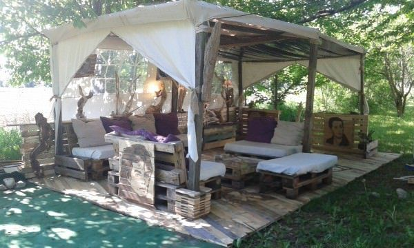 Mon Salon Stars Palette / My Outdoor Pallet Lounge Corner