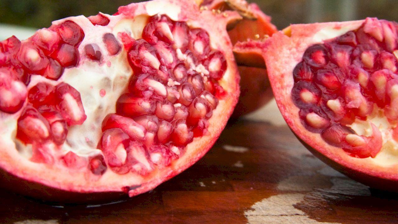 ما فوائد قشر الرمان المطحون Romantic Meals Food Nutrition