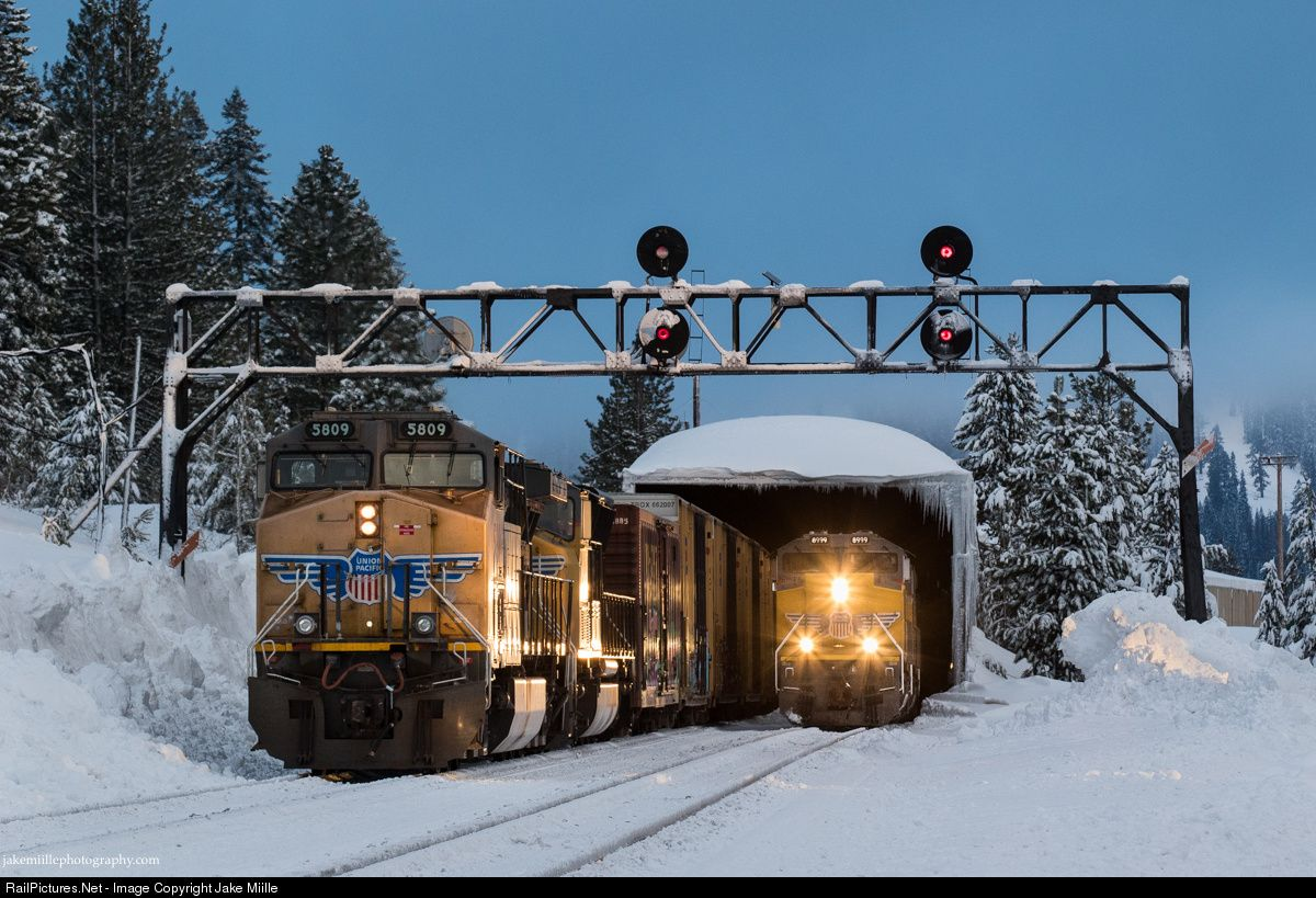 Railpictures Net Photo Up 8999 Union Pacific Emd Sd70ace At Norden California By Jake Miille Railroad Photography Train Pictures Union Pacific Railroad