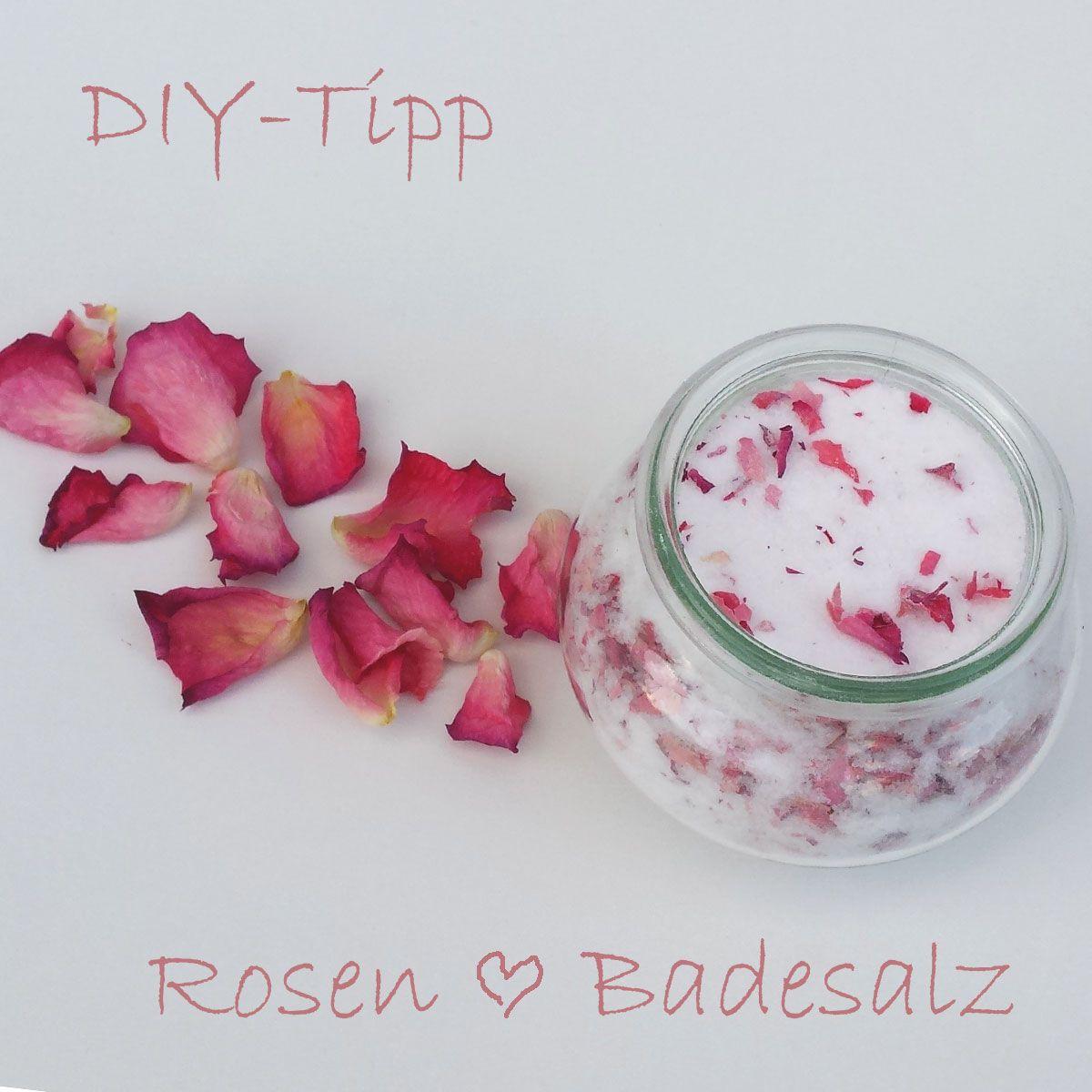 Rosen-Badesalz: Einfache und sehr hübsche Geschenkidee zum Muttertag. Das braucht ihr: 1 Rose (die Blütenblätter bei 80 Grad etwa 10 Minuten im Ofen trocknen), Gewußt wie Feines Meersalz und 1 Pkg Natron - Salz, Natron und getrocknete Blütenblätter abwechselnd in ein Glas schichten. Und schon ist ein ganz besonderes Muttertagsgeschenk fertig!  #Muttertag #Gewusstwie #DIY