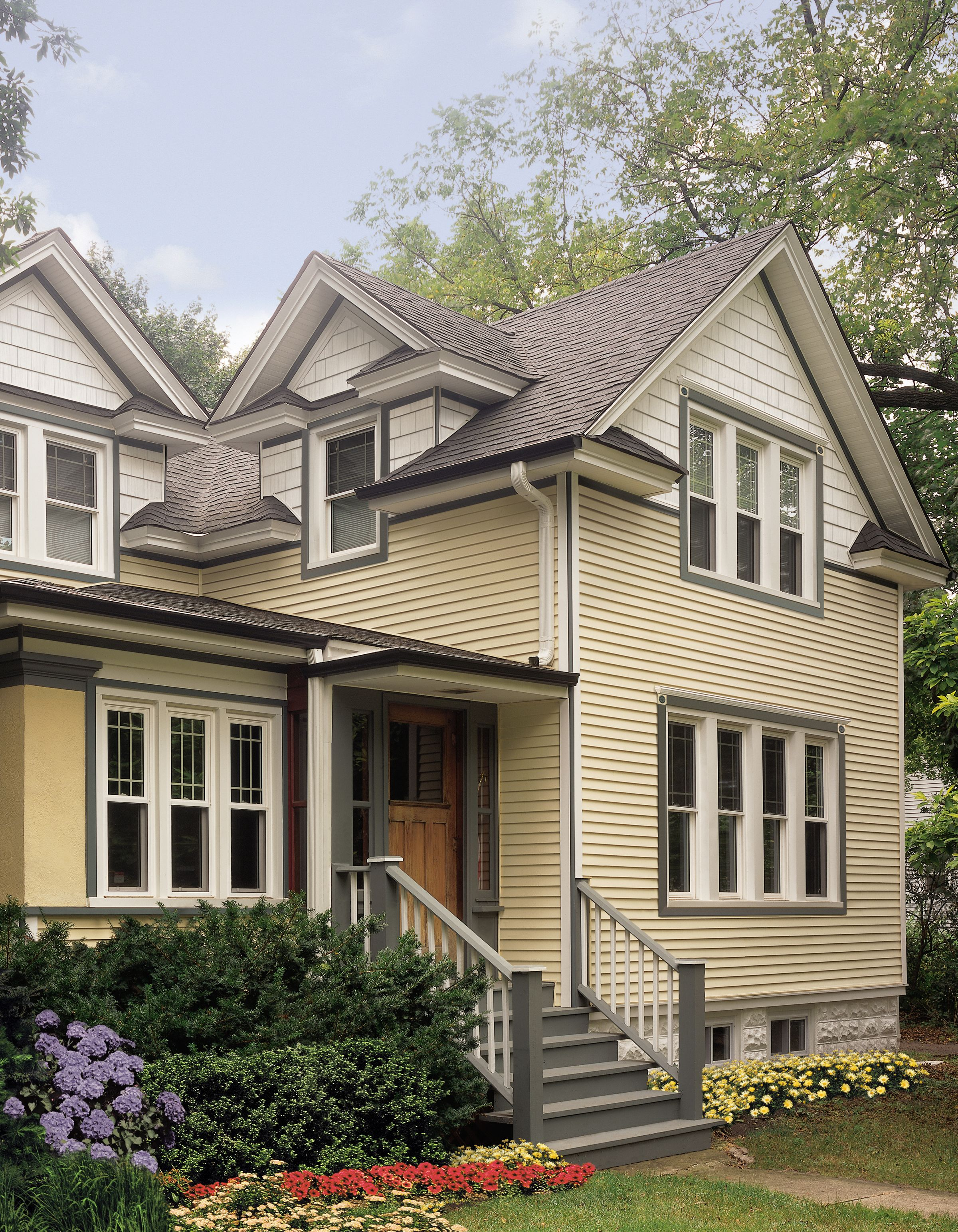 Certainteed Siding Monogram Light Maple Colonial White Yellow House Exterior House Paint Exterior Siding Styles