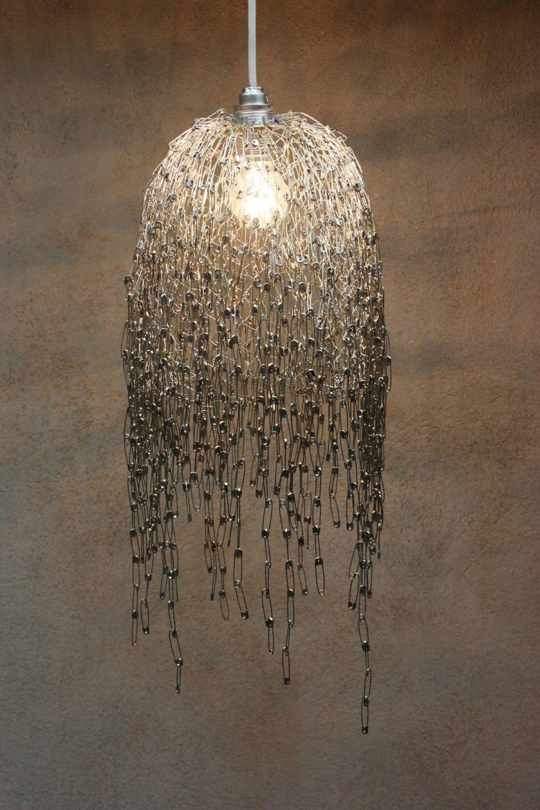 Applique 21893/2 applique a due luci con fiori decorati a mano. Inspire Me Diy Safety Pin Lamp Lampadario Fatto A Mano Spille Da Balia Idee Per L Illuminazione