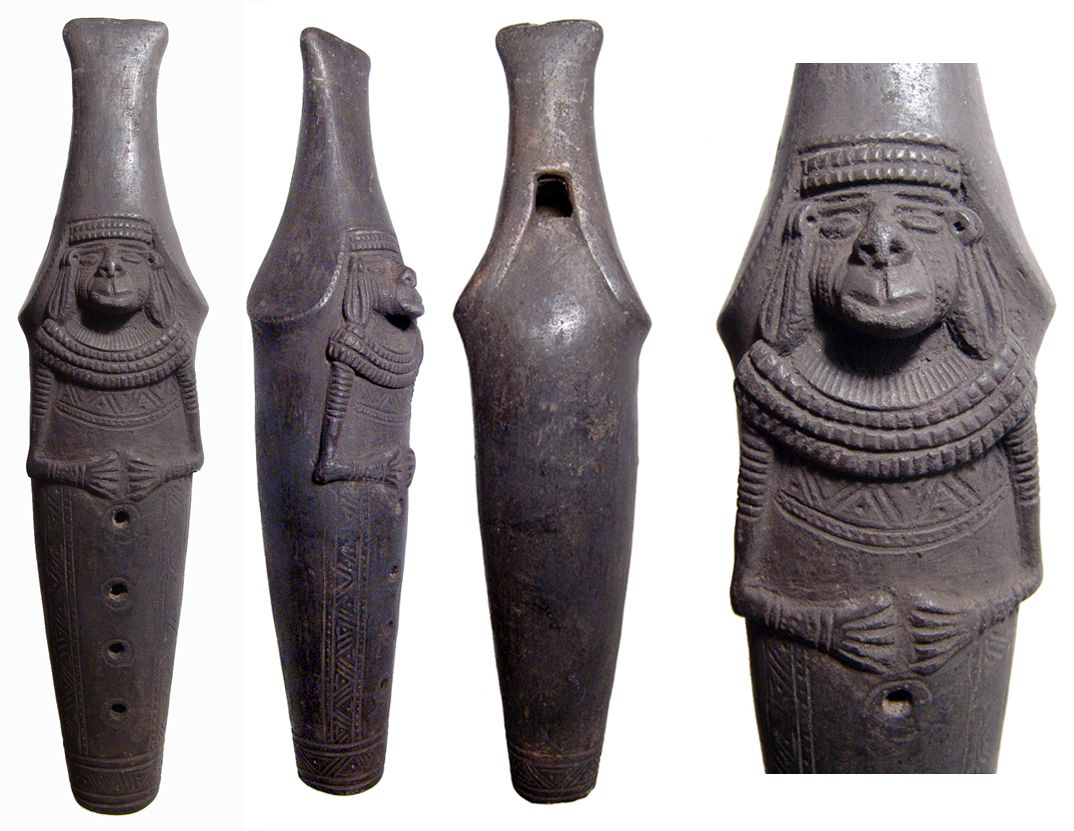 Tairona Black Ware Flute From Colombia C 1 000 1 500 Ad The Front Side Is Intricately Decorated Wi Ceramica Precolombina Instrumentos Musicales Prehispanico