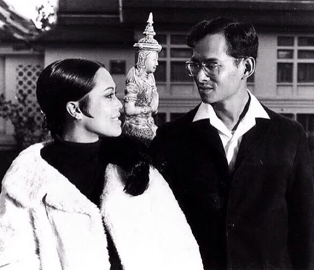 สมเด็จพันปีหลวง: THE KINGS HH.MM. King Bhumibol Adulyadej And Queen Sirikit