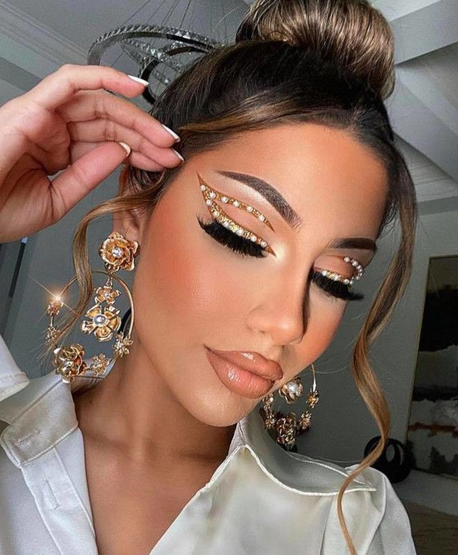 These Dramatic Eye Makeup Looks Are Perfect To Pair With Face Mask
