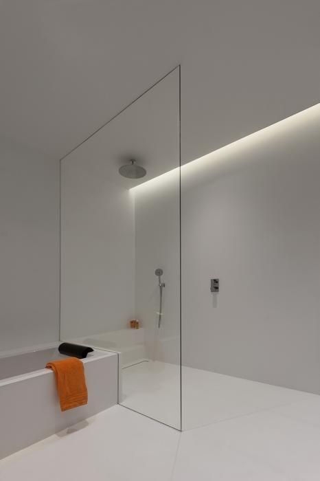 Topglass doucheglas met hoek uit wit glas badkamer regendouche.jpg ...