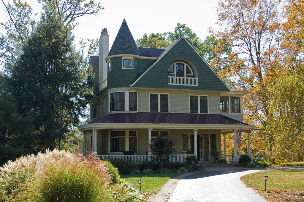 Vintage Victorian The Louis Sawyer House A Beautiful Queen Anne Style Home In Wyoming Ohio Circa 1900 Photo Credit Gre House Victorian Homes House Styles