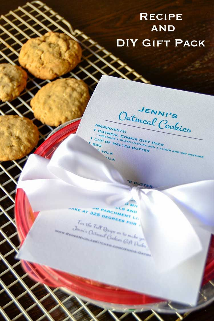 Chewy oatmeal cookies presented in a beautiful do-it-yourself gift pack. Share your love of baking with all of your friends this holiday season! @Rubbermaid #ad