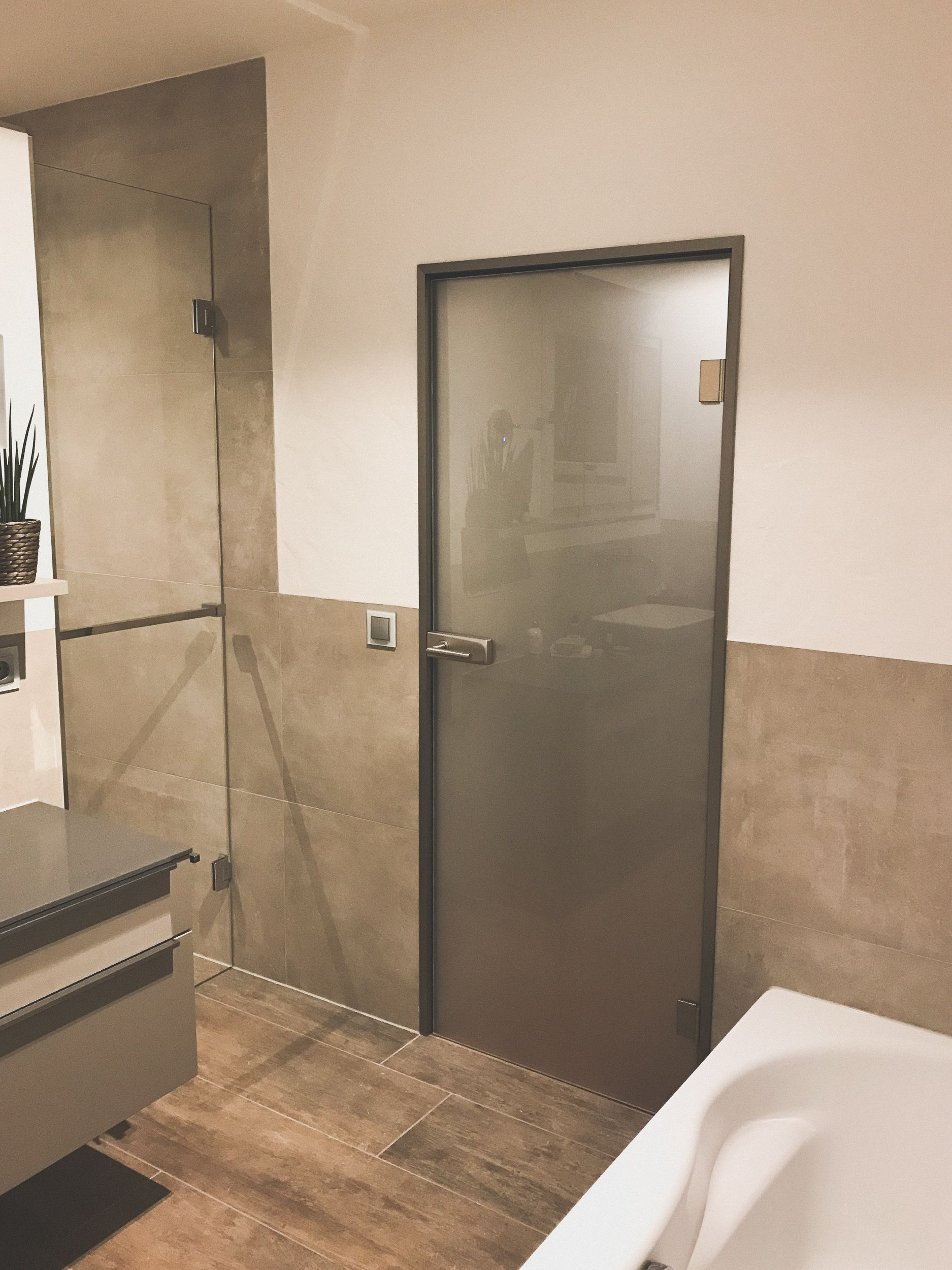 Moderne Massangefertigte Glastur Fur Den Wohnbereich In 2020 Glastur Badezimmer Tur Zimmertur Glas