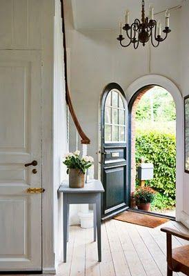 Love the arched door!