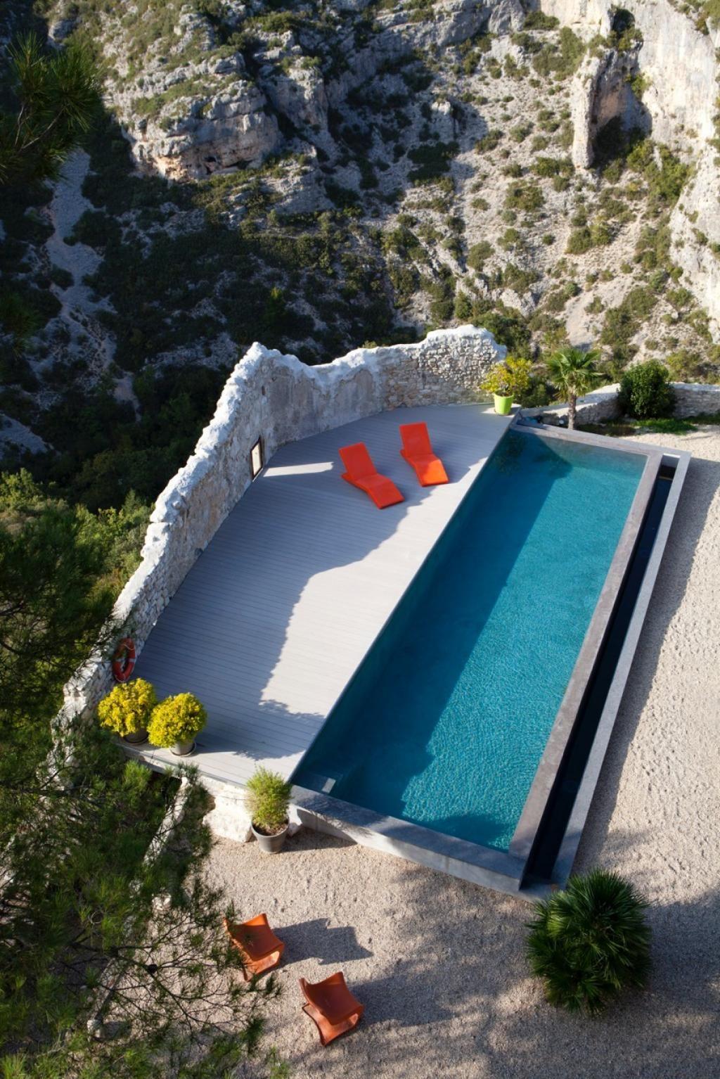 Chambre d 39 h tes deco en provence plong e dans l 39 azur la piscine d ploie son miroir sur la - Chambre d hotes aix en provence piscine ...