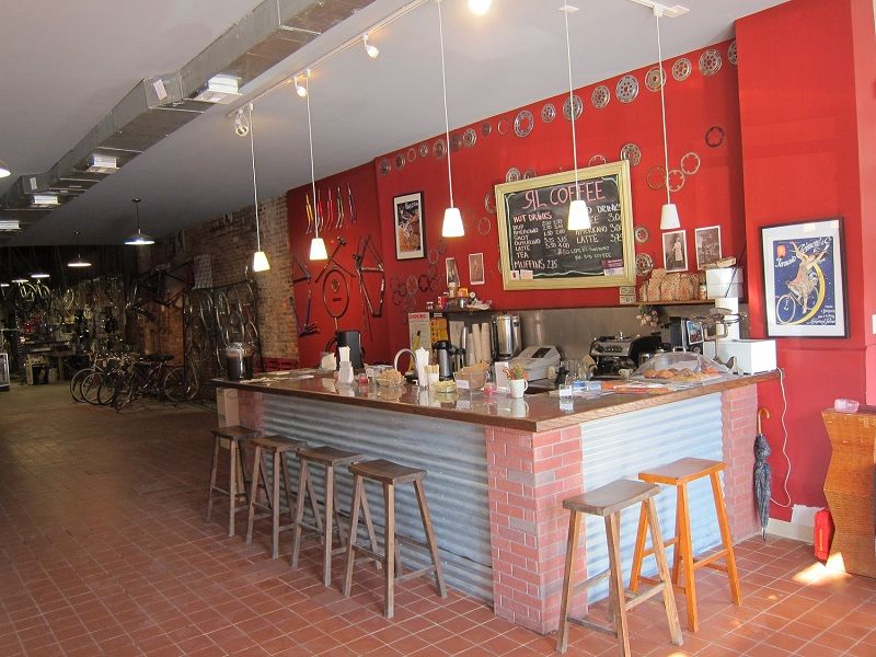the red lantern bike cafe - Red Cafe Ideas