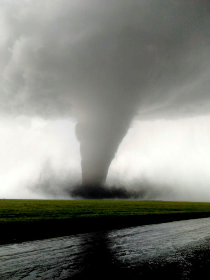 Top 10 Weather Photographs May 28th 2016 Spectacular Tornado With Images Storm Pictures Weather Cloud Weather Photos