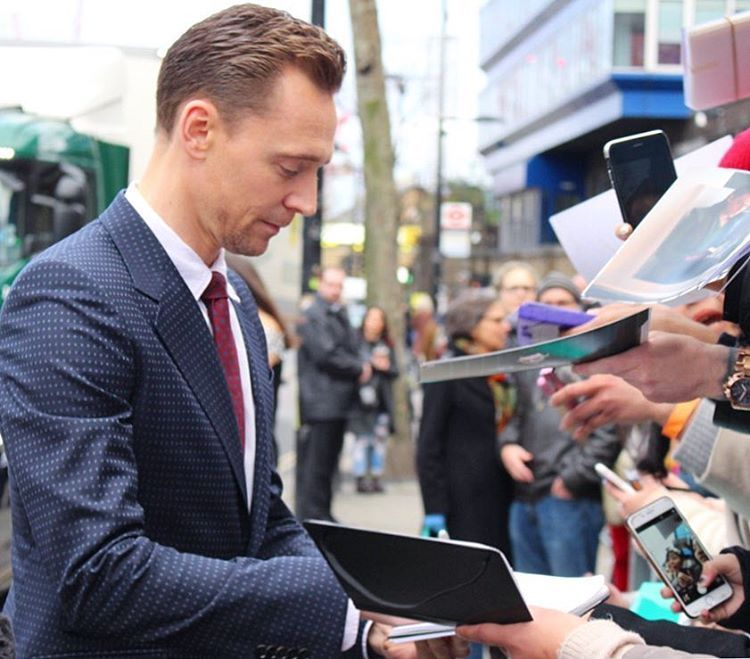 """lililondoner: """"Tom Hiddleston- London, 19 03 2017 #ukportrait"""" (https://www.instagram.com/p/BR2h7FjAZQQ/ )"""