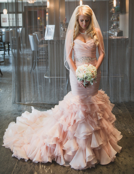 Stunning Ruffled Blush Wedding Dress Janine Deanna Photography Glamorous Pink Wedding Dress Organza Wedding Dresses Mermaid Sweetheart Pink Wedding Dresses