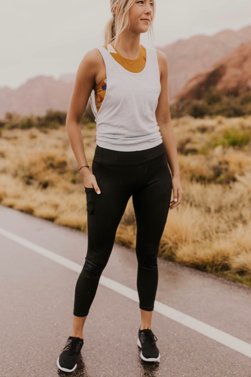 Gym Outfit Ideas For Women Activewear Outfit Inspiration Tank Top Leggings Outfit Cute And Comfy Spo Gym Clothes Women Womens Workout Outfits Sporty Outfits