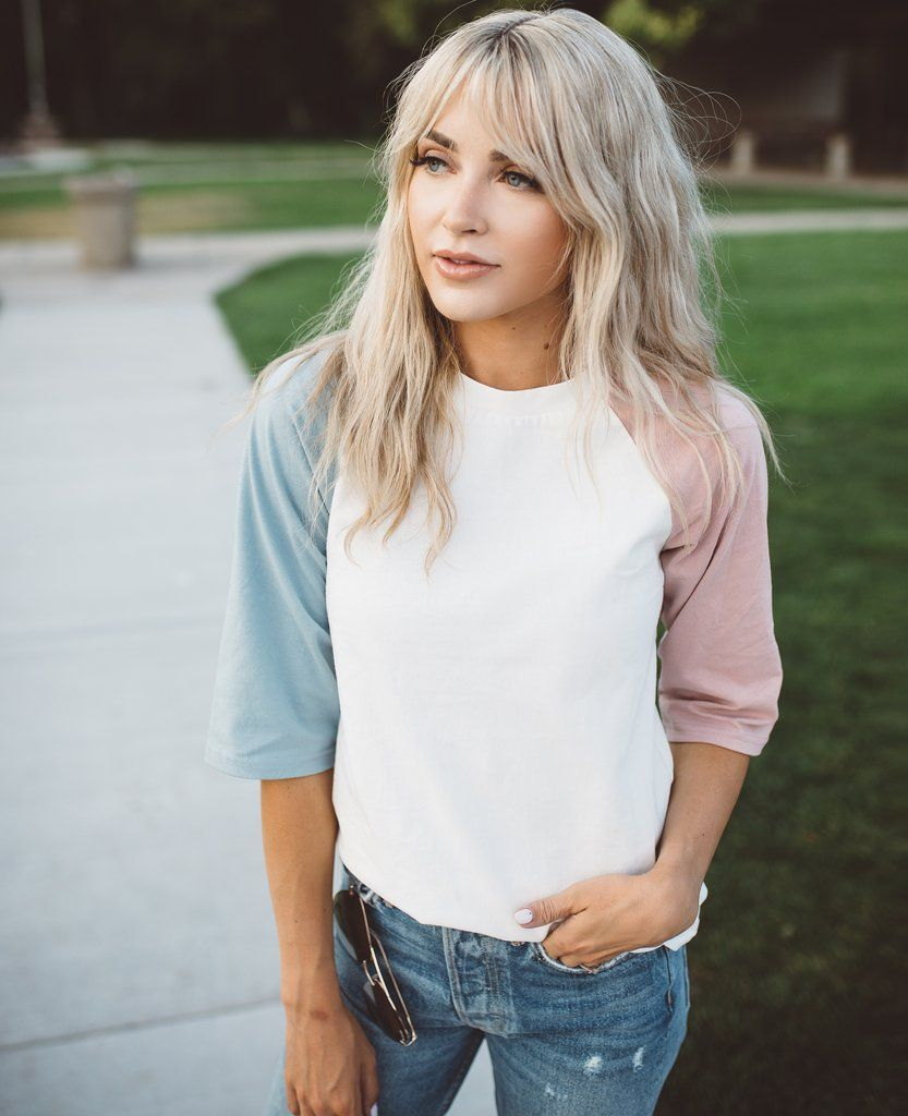 Halfsleeve tshirt with dusty pink sleeve and dusty blue sleeve