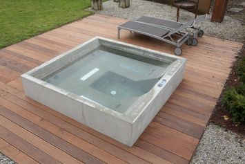 beton whirlpool design beispiel dade design ag sauna pinterest. Black Bedroom Furniture Sets. Home Design Ideas