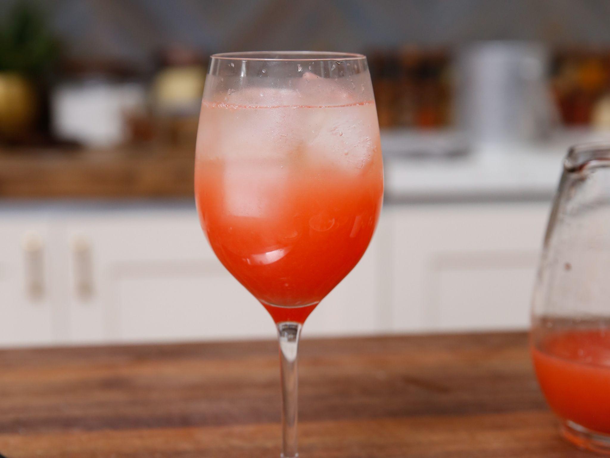 Grapefruit Sparkle Recipe Bobby Flay Grapefruit Cocktail Make Simple Syrup