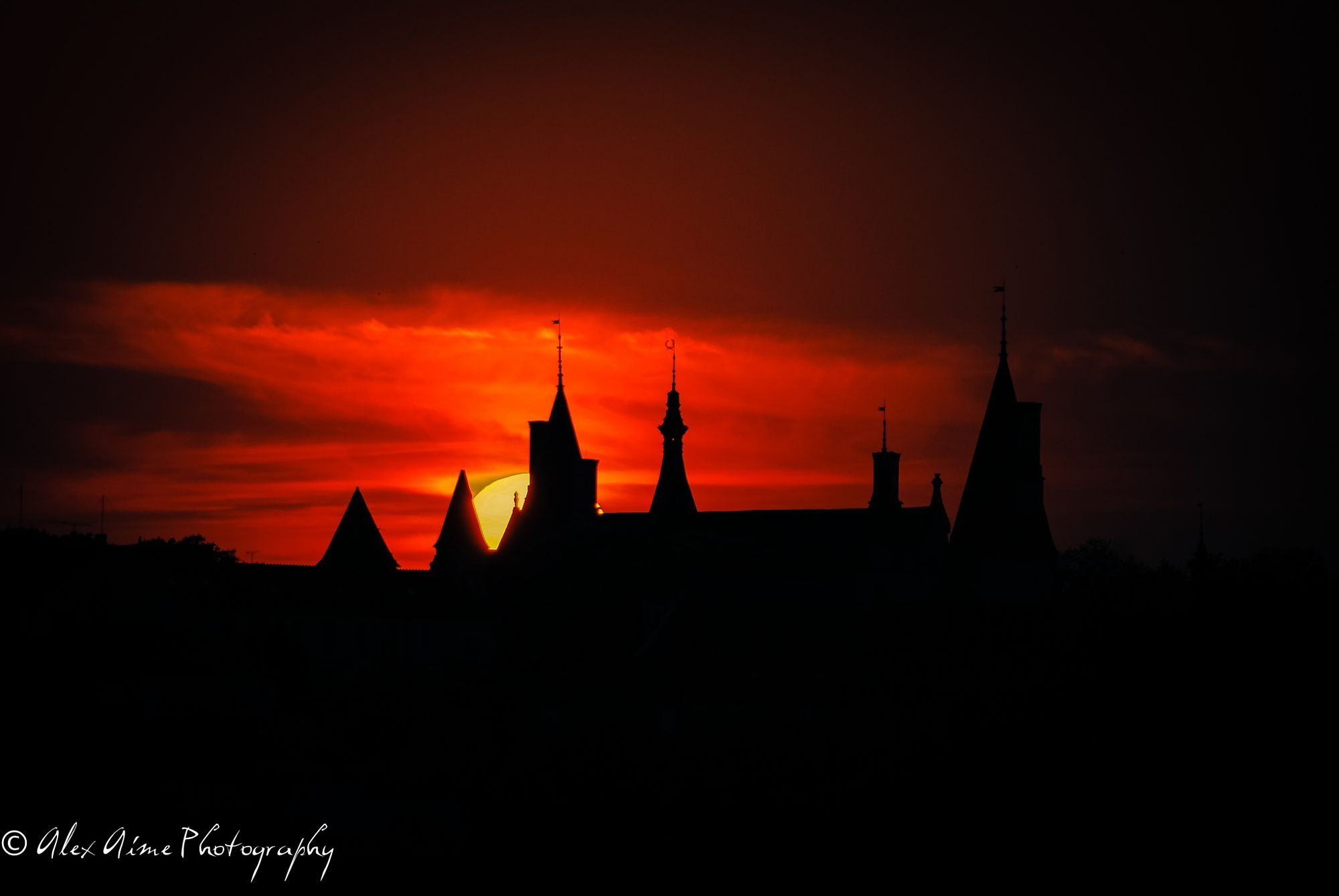 Sun and silhouette  City and architecture photo by AlexAimephotography http://rarme.com/?F9gZi