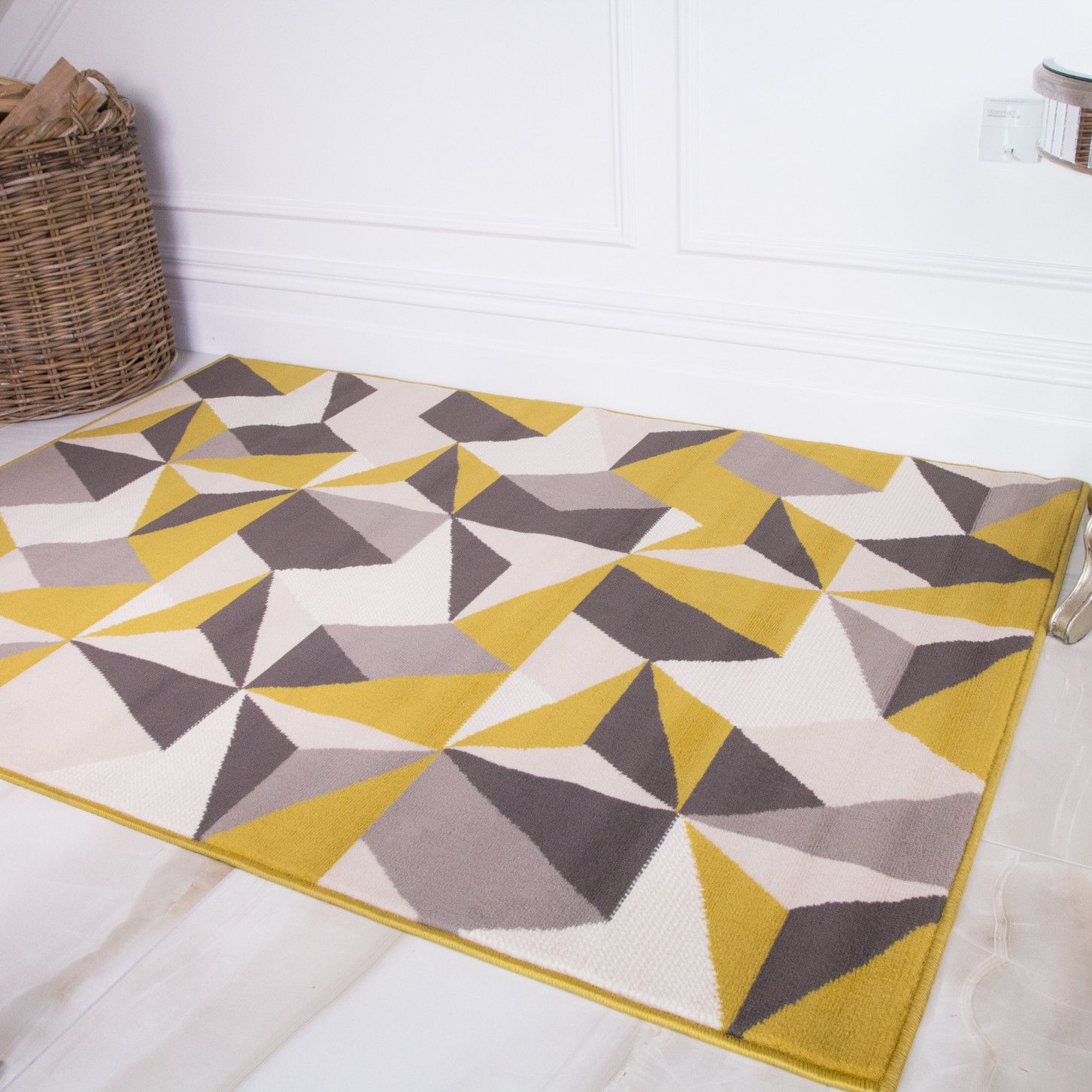 Pin By Nina Stokhuyzen On Interieur In 2020 Black And Grey Rugs Geometric Area Rug Geometric Rug