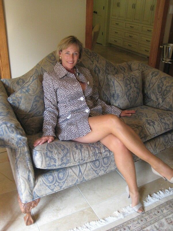 Pictures of mature womans legs