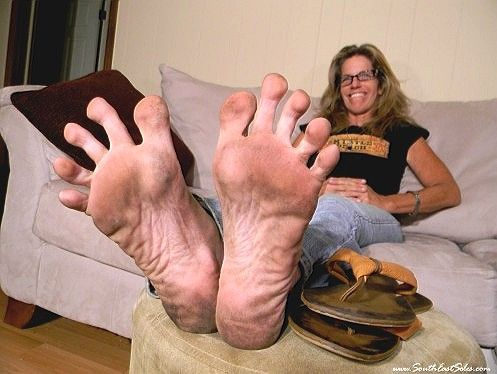 Mature sexy long toes