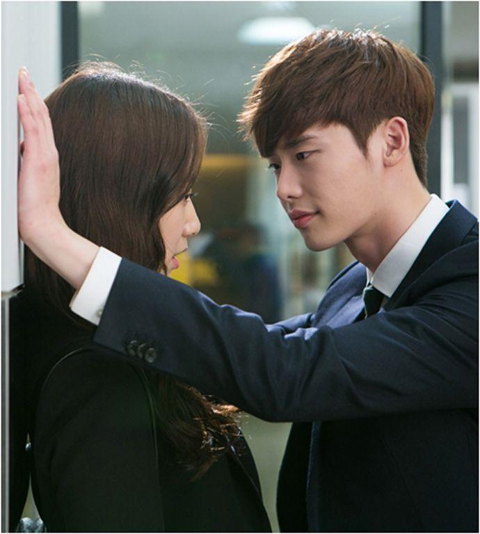 """""""Pinocchio"""": Lee Jong Seok Takes A Bite Of Park Shin Hye's ..."""