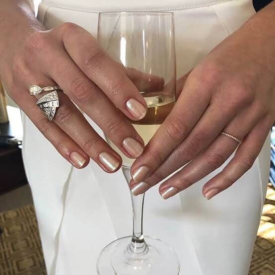 A Cross Between A Glossy Topcoat And A Opalescent White Pearl Polish The Champagne Mani Is Barely There B Best Press On Nails Red Carpet Nails Press On Nails